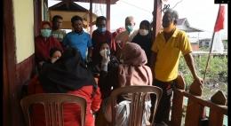 pendaftaran vaksinasi covid-19 di Desa Belaras. (Foto : Elvidayanty/dok. Dinkes Inhil)