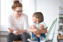 Orangtua mengajarkan anak menentukan prioritas sejak dini (Sumber: shuttestock via lifestyle.kompas.com)