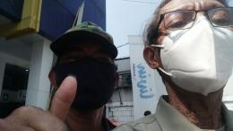 Pak Parkir di sebuah Bank BUMN mengatakan pengunjung ATM juga normal (Foto Dok.Pribadi).