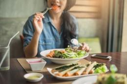 Ilustrasi makan sehat. (sumber: shutterstock via kompas.com)