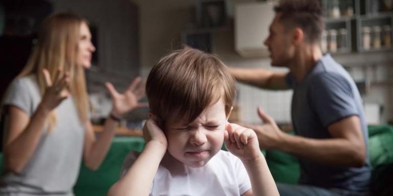 Ilustrasi orang tua yang sedang marah. (sumber: Shutterstock via kompas.com)