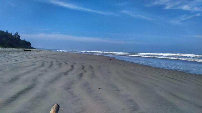 Situasi Pantai Panjang yang lengang di hari pertama PPKM yang diterapkan di Jawa dan Bali | Dok. pri