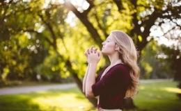 Menghitung karunia dan bersyukur (Sumber gambar: pitacoseachados.com)