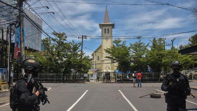 serangan bom bunuh diri di gerbang Katedral Makassar ( (Foto: AFP/INDRA ABRIYANTO)