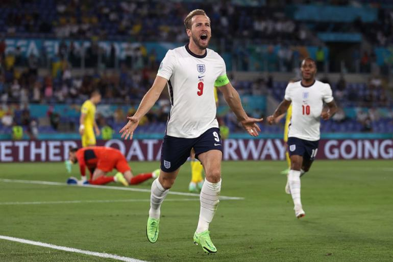 Ekspresi kegembiraan Harry Kane usia mencetak gol ke gawag Ukraina. Inggris menang 4-0 atas Ukraina, Minggu (4/7) dini hari untuk lolos ke semifinal Euro 2020/Foto: Ace Football/Getty Images