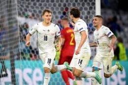 Nicolo Barella melakukan selebrasi usai mencetak gol ke gawang Belgia dalam laga perempat final Euro 2020 di Football Arena, Muenchen, pada 2 Juli 2021.(Sebastian Widmann - UEFA via Kompas.com)