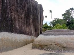 Ilustrasi batu menyerupai dinding. (Dokumentasi pribadi)
