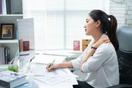 Ilustrasi lelah karena pekerjaan sering kali membuat hati kesal (Sumber: shuttestock via money.kompas.com)