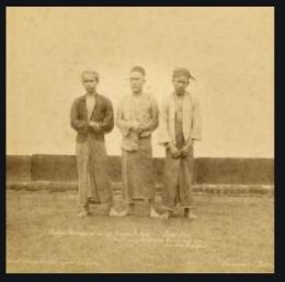 H. Akhiya (Tengah), Pejuang yang ahirnya dihukum gantung pihak kolonial. Foto KITLV.
