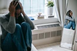 merasa cemas hidup sendiri merupakan salah satu karakteristik Sindrom Upik Abu | photo by Alex Green from pexels