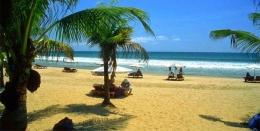 keindahan pantai Kuta Bali (sumber: balijayatrans.com)