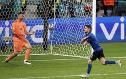 Selebrasi Jorginho usai cetak gol penalti/uefa.com