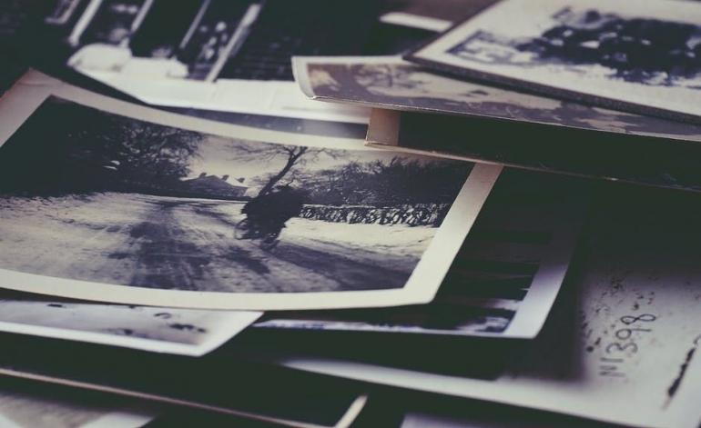 Cinta yang tak bisa dimiliki akan tersimpan rapi dalam bentuk kenangan. (Sumber: Pexel/Foto Suzy Hazelwood)