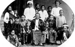 Keluarga Raden Pena. Patih Cilegon yang lolos dari penyerbuan. KITLV