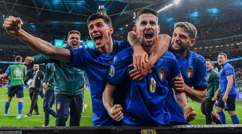 Timnas Italia setelah mengalahkan Spanyol di Semifinal Euro 2021. Sumber : indianexpress.com