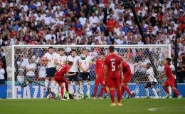 Damsgaard buka keunggulan Denmark melalui tendangan bebas. (twitter.com/EURO2020)