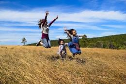 ilustrasi gambar untuk puisi Menemukan Kebahagiaan dari pixy.org