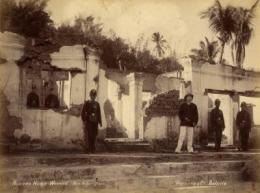 Rumah Ki Wasid di Beji yang porak poranda di hancurkan Kolonial Foto KITVL.