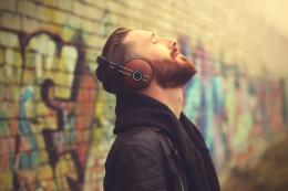 mendengar musik salah satu mengatasi rasa cemas (biz.kompas.com)