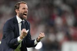 Pelatih Inggris Gareth Southgate merayakan kemenangan timnya setelah memenangi laga semifinal Euro 2020 antara Inggris vs Denmark di Stadion Wembley, London, 7 Juli 2021.  Sumber: AFP/Frank Augstein via Kompas.com
