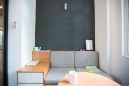 Ilustrasi cat dinding dengan padu warna lebih gelap untuk menciltakan ilusi mata (sumber:freepik)