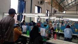 Karyawan Perusahaan Wig Tetap Berangkat saat Purbalingga di Rumah Saja/(dokpri)