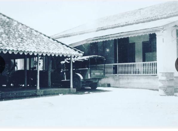 Kantor Asisten Residen Banten di Cilegon yang menjadi sasaran penyerangan Pejuang Cilegon 1888. KITVL.