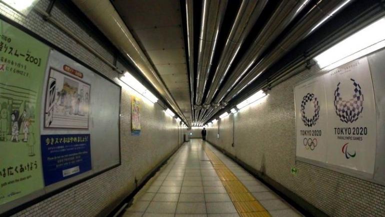 Poster Tokyo 2020 di lorong sepi Jalur Chiyoda Line (dokumentasi pribadi)