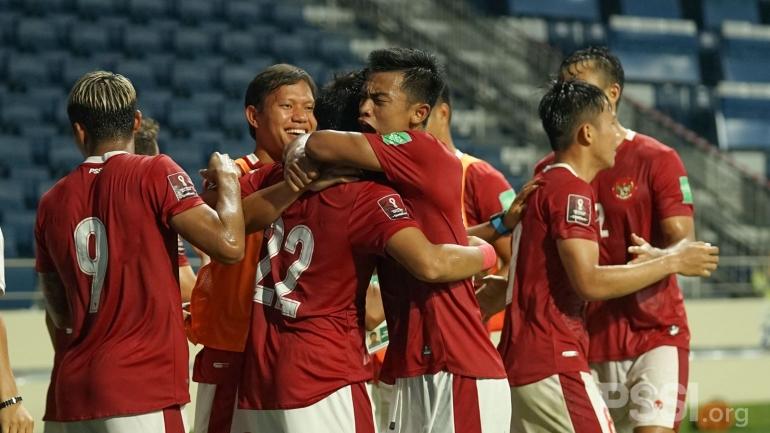 Selebrasi skuad Garuda ketika Kadek Agung mencetak gol ke gawang Thailand dalam kualifikasi Piala Dunia 2022 (Foto PSSI.org)