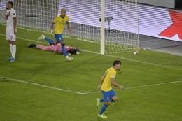 Lucas Paqueta berperan penting bagi Brasil, tapi otak permainan Brasil tetap ada di Neymar. Sumber: AFP/Douglas Magno/via Kompas.com