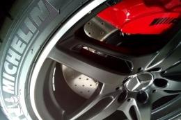 Perlukah untuk mengganti ban mobil baru? (dok. Andre Lolong)