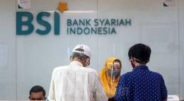 Layanan Transaksi Nasabah Bank Syariah (Sumber Gambar: Bisnis)