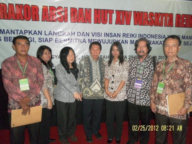 tanggal 25 Februari,2012 di Yogyakarta , Endarwati berdiri tepat disamping saya /dokumentasi pribadi