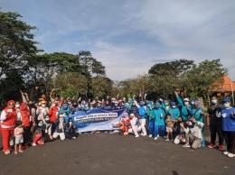 Mahasiswa KKN Foto Bersama Warga Desa Klampok