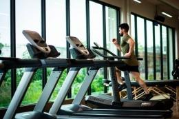 ilustrasi berlari di treadmill | photo by William Choquette from pexels