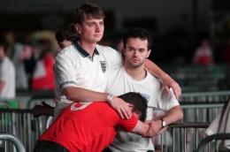 Nestapa fan Inggris di Stadion Wembley usai Inggris kalah adu penalti dari Italia di final Piala Eropa 2020, Senin (12/7) dini hari tadi. Inggris kembali harus menunggu momen mereka juara Piala Eropa/Foto: .bristolpost.co.uk