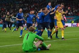 Suasana kontras pasca adu penalti Inggris - Italia. (AFP/ kompas.com)