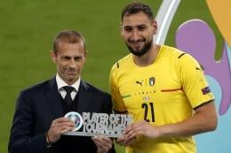 Kiper Italia, Gianluigi Donnarumma, peraih gelar Player of the Tournament Euro 2020 (thesun.co.uk).