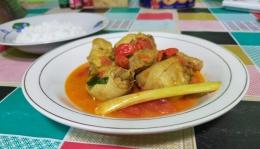 Ayam bumbu kukus rasanya lebih segar dan khas   Foto: Siti Nazarotin