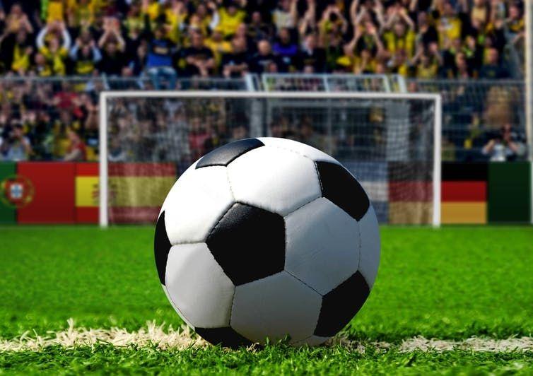Bola di titik putih, berjarak 11 meter dari gawang. (Sumber:Shutterstock via The Conversation Online)