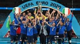Selebrasi tim Italia setelah memastikan diri menjadi juara Euro 2020 (sumber : tribunnews.com)