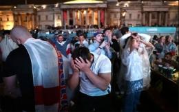 Suporter Inggris menangus. sumber foto: Reuters