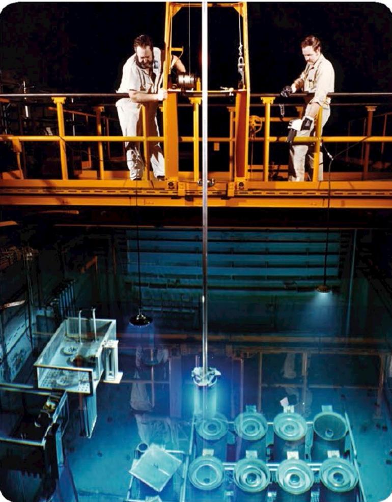 Reaktor Nuklir, Laboratorium Nasional Oak Ridge, Tennessee, AS, asal nama unsur Tennesin. Sumber: buku Periodic Table Book - A Visual Encyclopedia, hlm. 187.