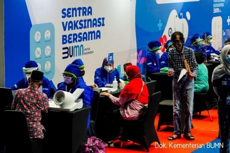 Suasana vaksinasi gratis dari BUMN di Istora Senayan (Foto: bumn.go.id)