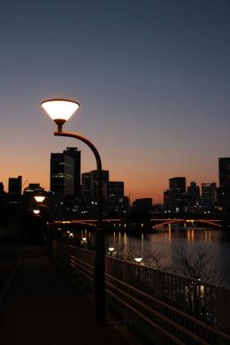 Ilustrasi lampu (foto dari e-directivos.com)