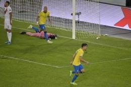 Paqueta (kanan) berkontribusi besar bagi kelolosan Brasil ke final Copa America 2021. Sumber: AFP/Douglas Magno/via Kompas.com