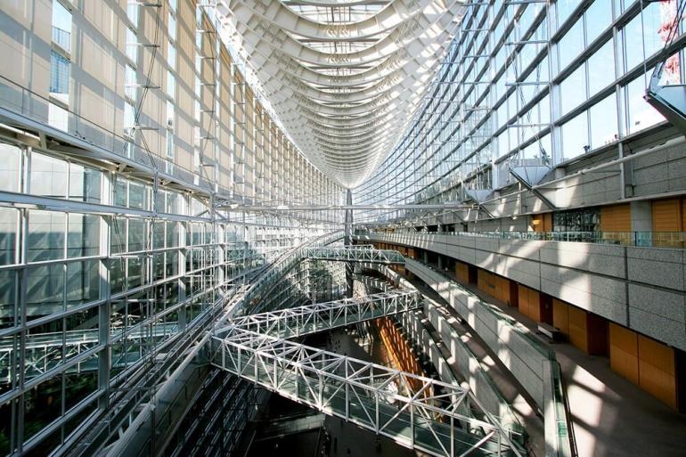 www.architravel.com - Crystal Hall, sebuah ruang futuristic di lobby Tokyo International Forum untuk  Olyimpic Tokyo 2020 (2021) .....