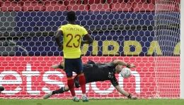 Davinson Sanchez duet Mina di lini belakang Timnas Kolombia. Sumber: via Liputan6.com
