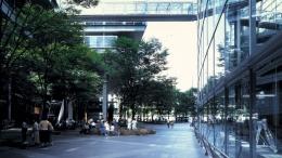 www.vinoly.com - Lingkungan Tokyo International Forum, faade atau tampak depan samping dan belakang, sebagian besar dari material kaca