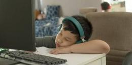 Ilustrasi malas mengikuti pembelajaran   Sumber gambar: The Asian Parent